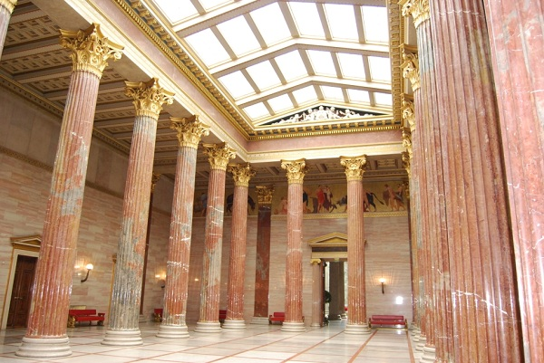 Column hall of the Austrian parliament in Vienna. (Photo by Reinhold Embacher)